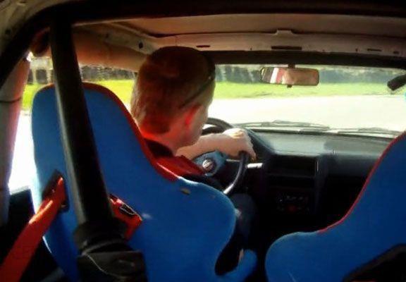 Jazda samochodem rajdowym
